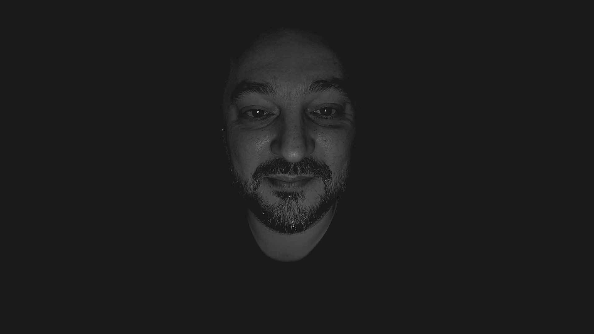 Helló, én <strong>Kovács István</strong> vagyok, senior fejlesztő. Bízom benne, hogy tudok segíteni Neked. Hétköznapokon <strong>9-16 óra</strong> között vagyok elérhető.